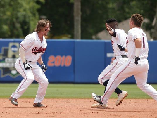 NCAA Baseball Tournament, Super Regionals: Auburn Tigers vs. Florida Gators, Game 2