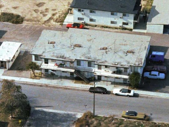 This was the scene at 1851 Buyers Street in Simi Valley after the bodies of Rhonda and Donald Wicht were found on Nov. 11, 1978.