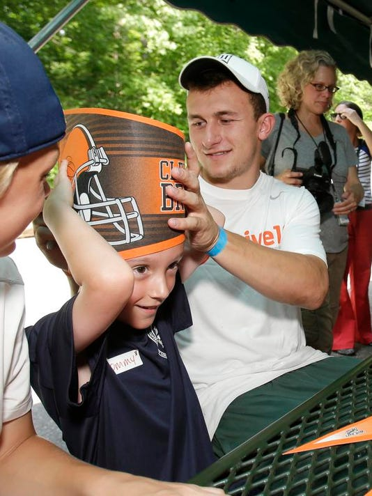 MNCO 0618 Browns agree to terms with Johnny Manziel.jpg