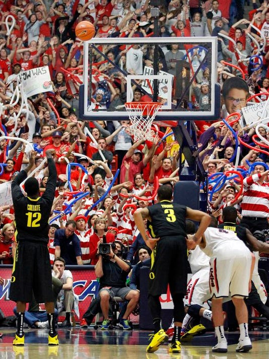 Oregon Arizona Basket_Pass.jpg