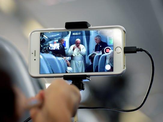 A través de un celular, los fieles católicos podrán