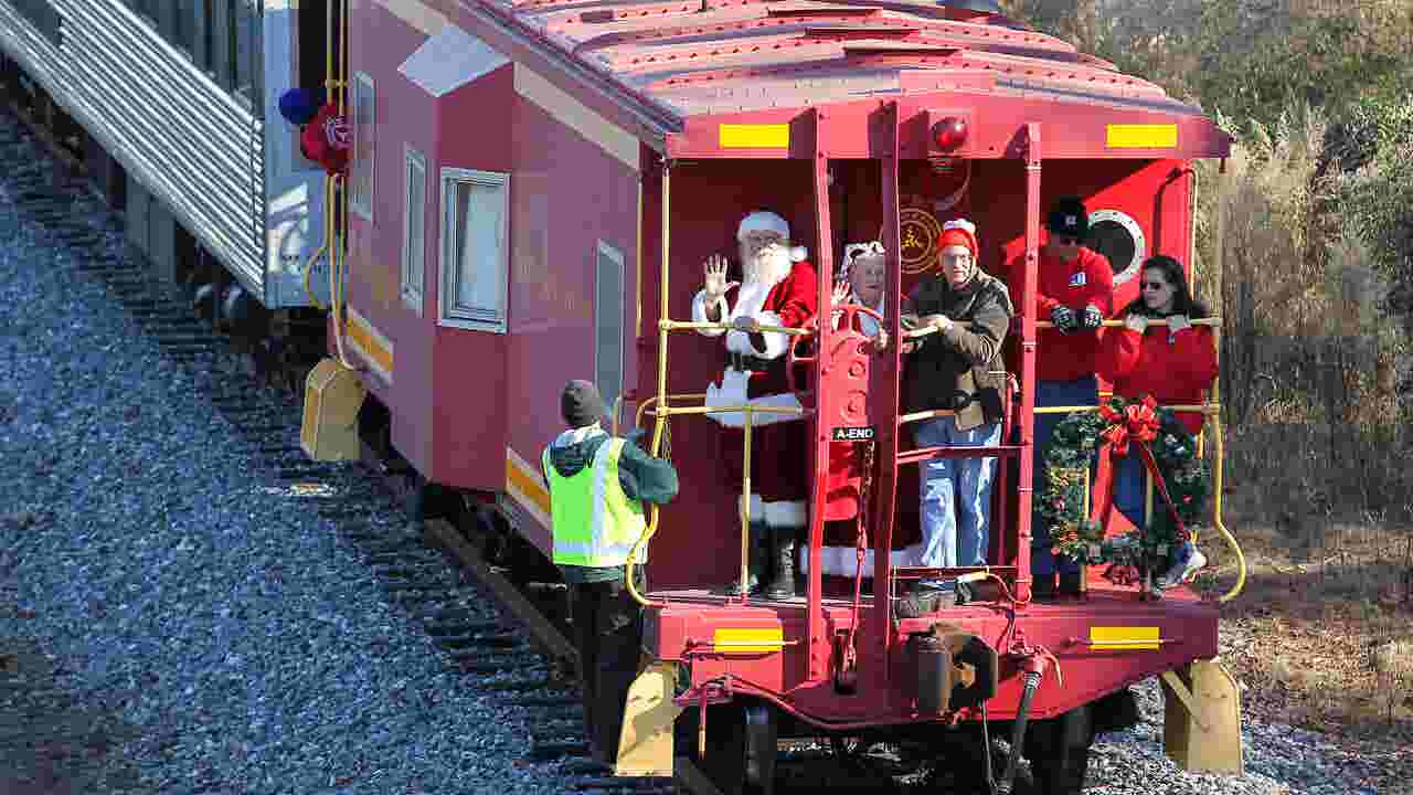 Happy Anderson County Kids Greet Santa And His Train