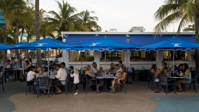 Outdoor tables surround Plaka Restaurant on Fort Myers Beach. Come October, bars, restaurants and cafes along Times Square will pay 33 percent more for outdoor seating space rented from the town.