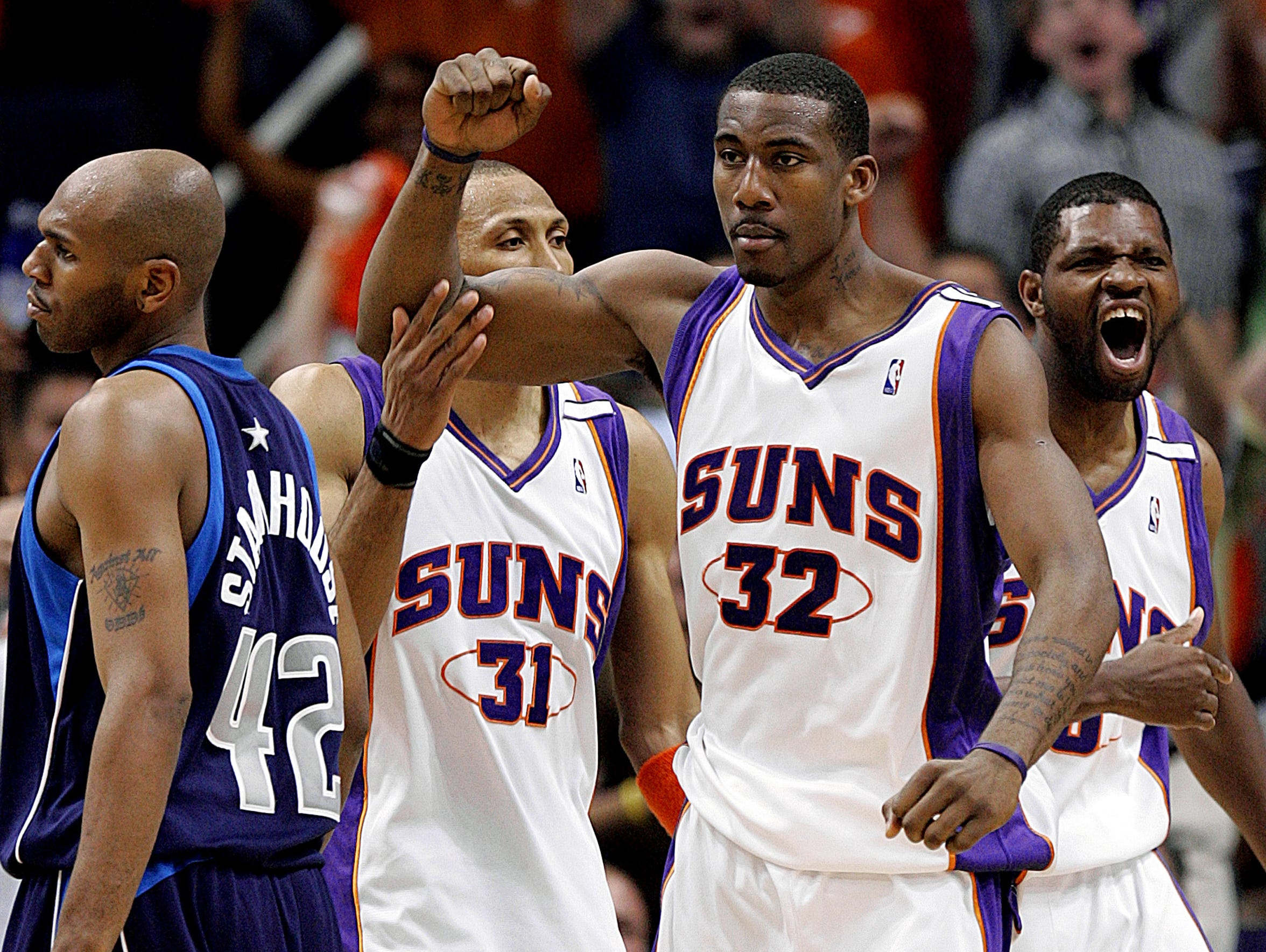 Phoenix Suns' Amare Stoudemire (32) pumps his fist