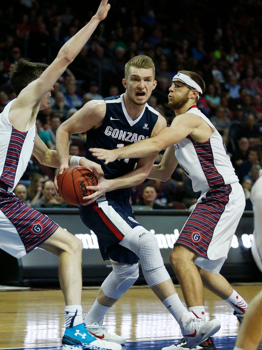 Gonzaga forward Domantas Sabonis, center, drives between Saint Mary's forward Dane Pineau, left, and forward Calvin Hermanson during the first half of an NCAA college basketball game for the West Coast Conference men's tournament championship Tuesday, March 8, 2016, in Las Vegas. (AP Photo/John Locher)