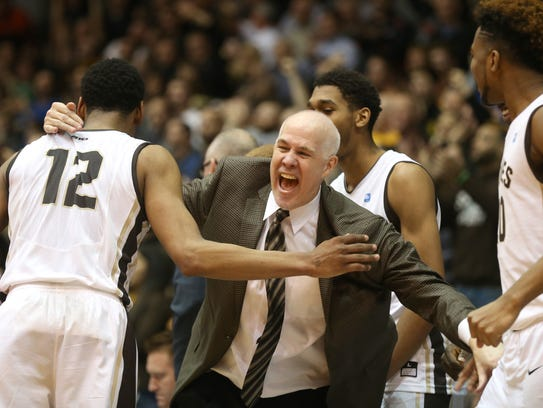 Bonnies head coach Mark Schmidt celebrates with his