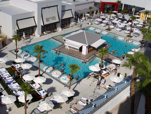 20 places to watch football in las vegas for Pool show usa