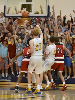 Moeller's Caleb Canter hits a 3-pointer in the fourth quarter.