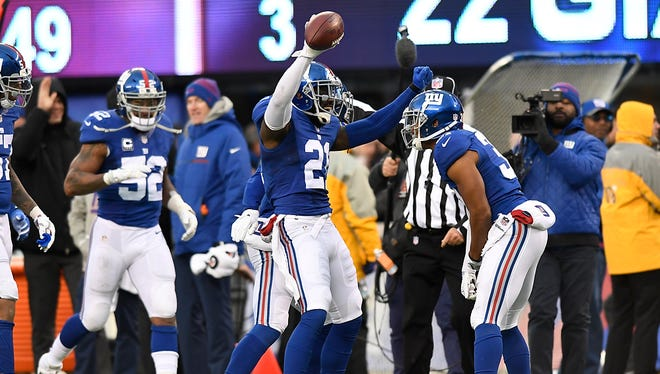 New York Giants strong safety Landon Collins (21) celebrating after intercepting a Chicago Bears pass to end the game.