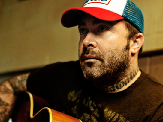 Former Staind frontman Aaron Lewis will perform at