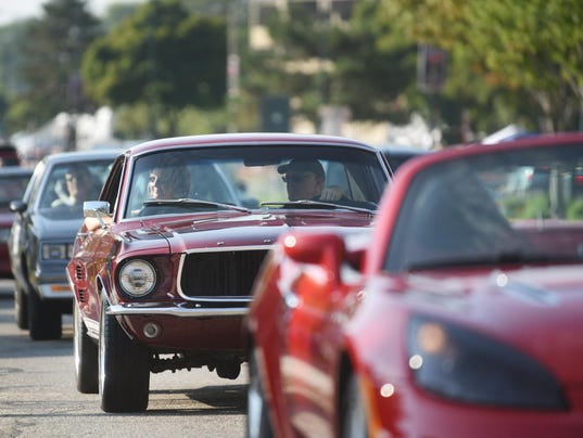 dream-cruise-mustangs-FILE