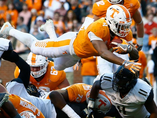 Tennessee running back John Kelly (4) dives over the