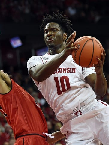 Wisconsin forward Nigel Hayes works against Maryland's