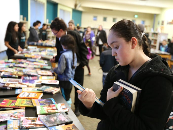 Students organize book giveaway at Stephens Middle School