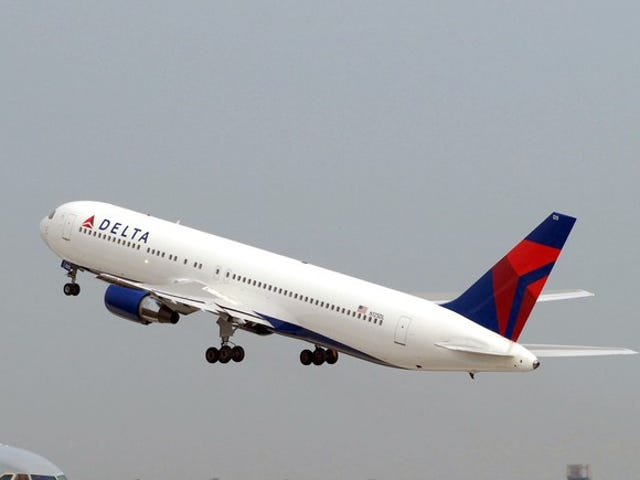 Delta plane clips wing of another at LAX, causing delays