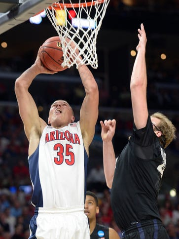Arizona Wildcats center Kaleb Tarczewski (35) dunks