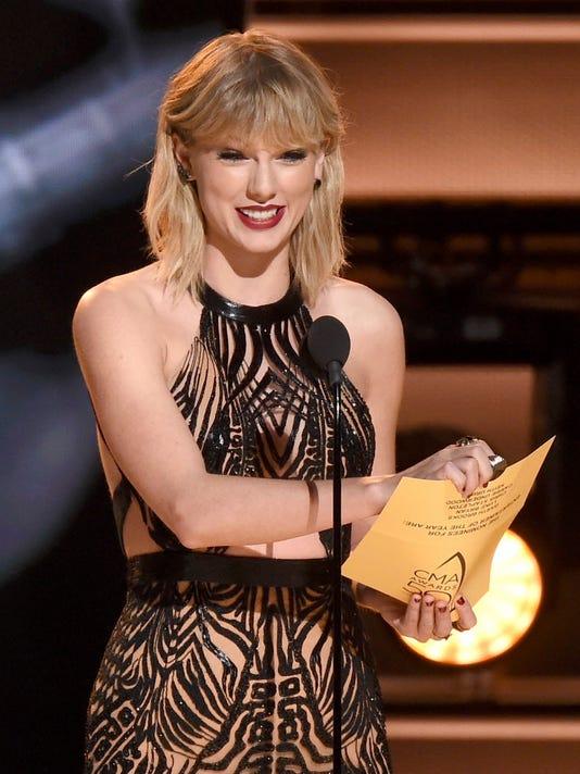 AP 50TH ANNUAL CMA AWARDS - SHOW A ENT USA TN