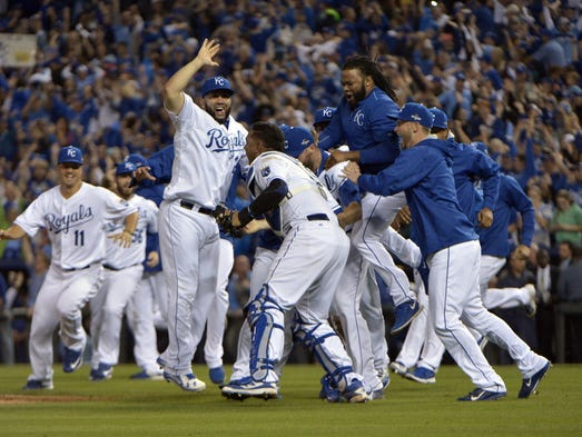 Game 6 in Kansas City: Royals players celebrate on
