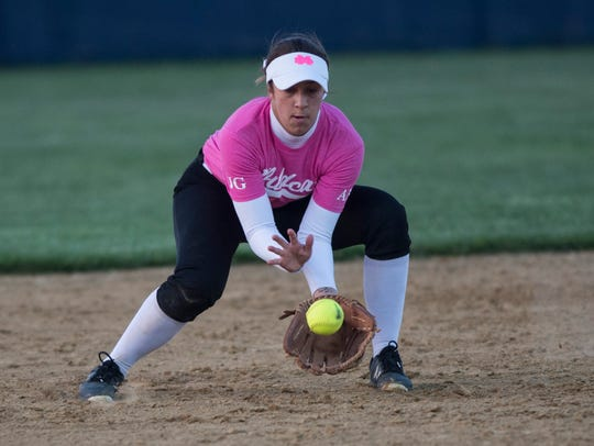 Mater Dei's shortstop Kat Mueller (21) grounds a ball