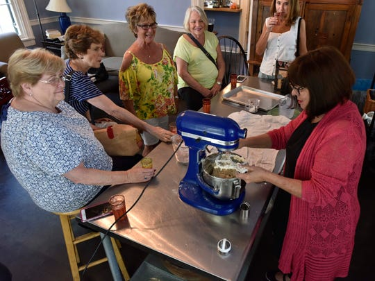 Regina Charboneau demonstrates her biscuit making methods to a tour group from California at her Natchez bed and breakfast, Twin Oaks.