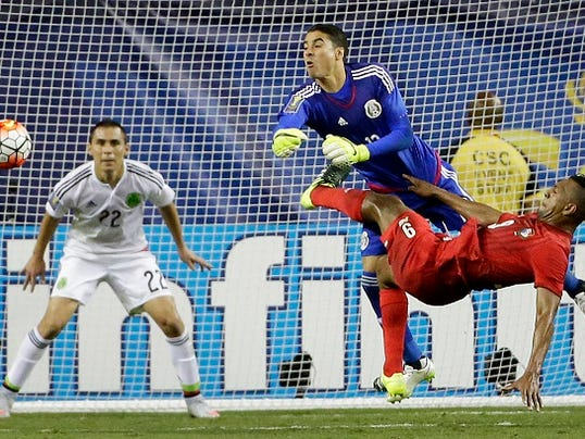 Mexico goalie Guillermo Ochoa, top right, defends against Panama's Roberto Nurse (9) during the first half of a CONCACAF Gold Cup soccer semifinal Wednesday, July 22, 2015, in Atlanta. Mexico won 2-1.