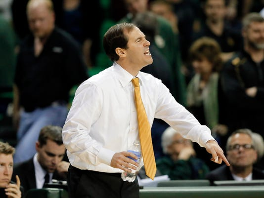 Baylor head coach Scott Drew instructs his team late in the second half of an NCAA college basketball game against Texas on Monday, Feb. 1, 2016, in Waco, Texas. Texas won 67-59. (AP Photo/Tony Gutierrez)