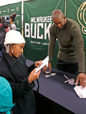 Bucks players volunt