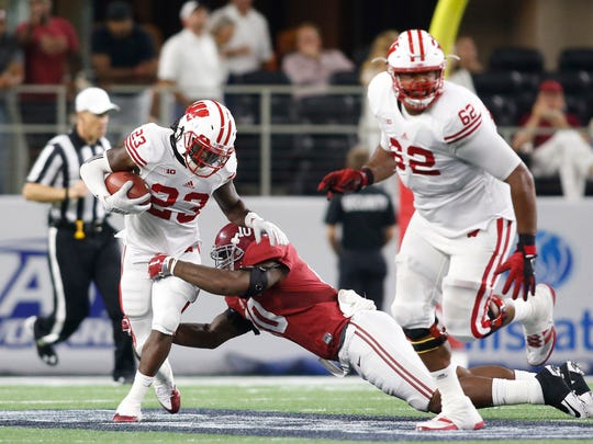 Alabama Crimson Tide linebacker Reuben Foster (10) defends against Wisconsin Badgers running back Dare Ogunbowale (23) during the second quarter at AT&T Stadium.