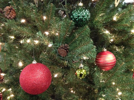 Christmas tree w ornaments