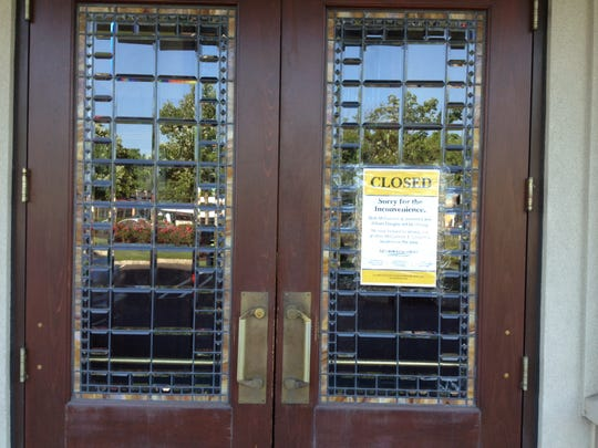 The ornate doors of McCormick and Schmick's in Cherry Hill now bear a 'closed' sign.