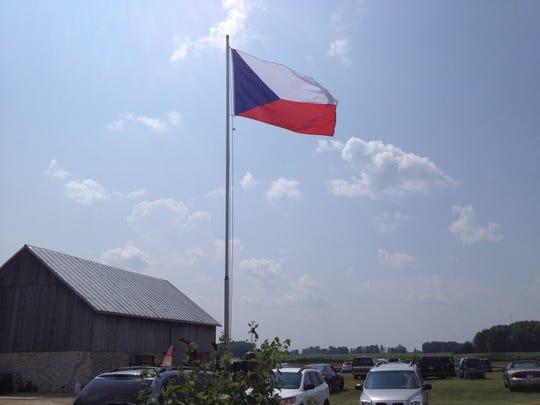 -KEW 0809 Czech Fest flag.JPG_20140805.jpg