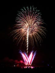 Fireworks at Louisville's 4th of July celebration at the Great Lawn.  