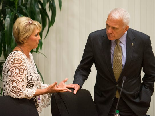 Knox County school board Chair Patti Bounds talks with Superintendent Bob Thomas after the board's workshop meeting on Monday, September 11, 2017.