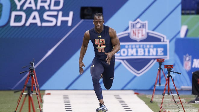 INDIANAPOLIS, IN - MARCH 04: Wide receiver John Ross of Washington runs the 40-yard dash in an unofficial record time of 4.22 seconds during day four of the NFL Combine at Lucas Oil Stadium on March 4, 2017 in Indianapolis, Indiana. (Photo by Joe Robbins/Getty Images) ORG XMIT: 700014170 ORIG FILE ID: 647877990