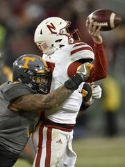Tennessee defensive end Derek Barnett (9) sacks Nebraska