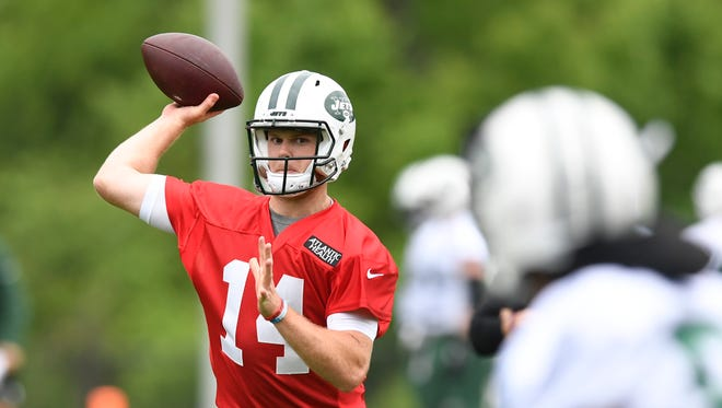 New York Jets quarterback Sam Darnold (14) throws the ball during the first day of OTA's in Florham Park, NJ on Tuesday, May 22, 2018.