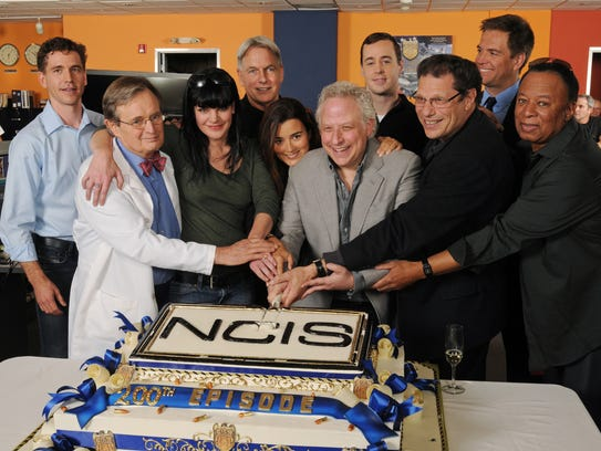 Cast and to celebrate the 200th episode photo michael yarish cbs