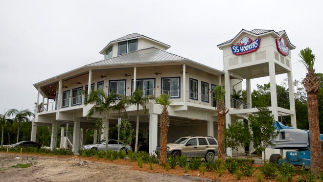 The south Fort Myers building that once housed SS Hookers and Summerlin Jake's will soon be home to Lola's Bait Shack.