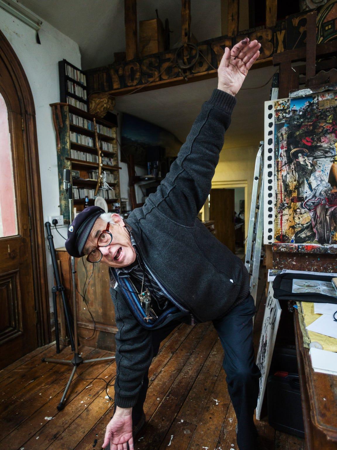 Ralph Steadman in his studio
