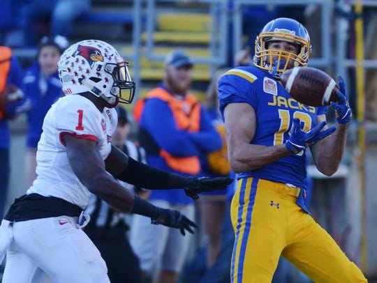 SDSU's Jake Wieneke catches a pass in the end zone