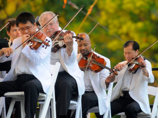 Members of the DSO perform during the Salute to America