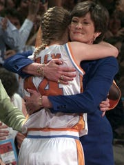 Pat Summitt hugs Kellie Jolly in the final minute of