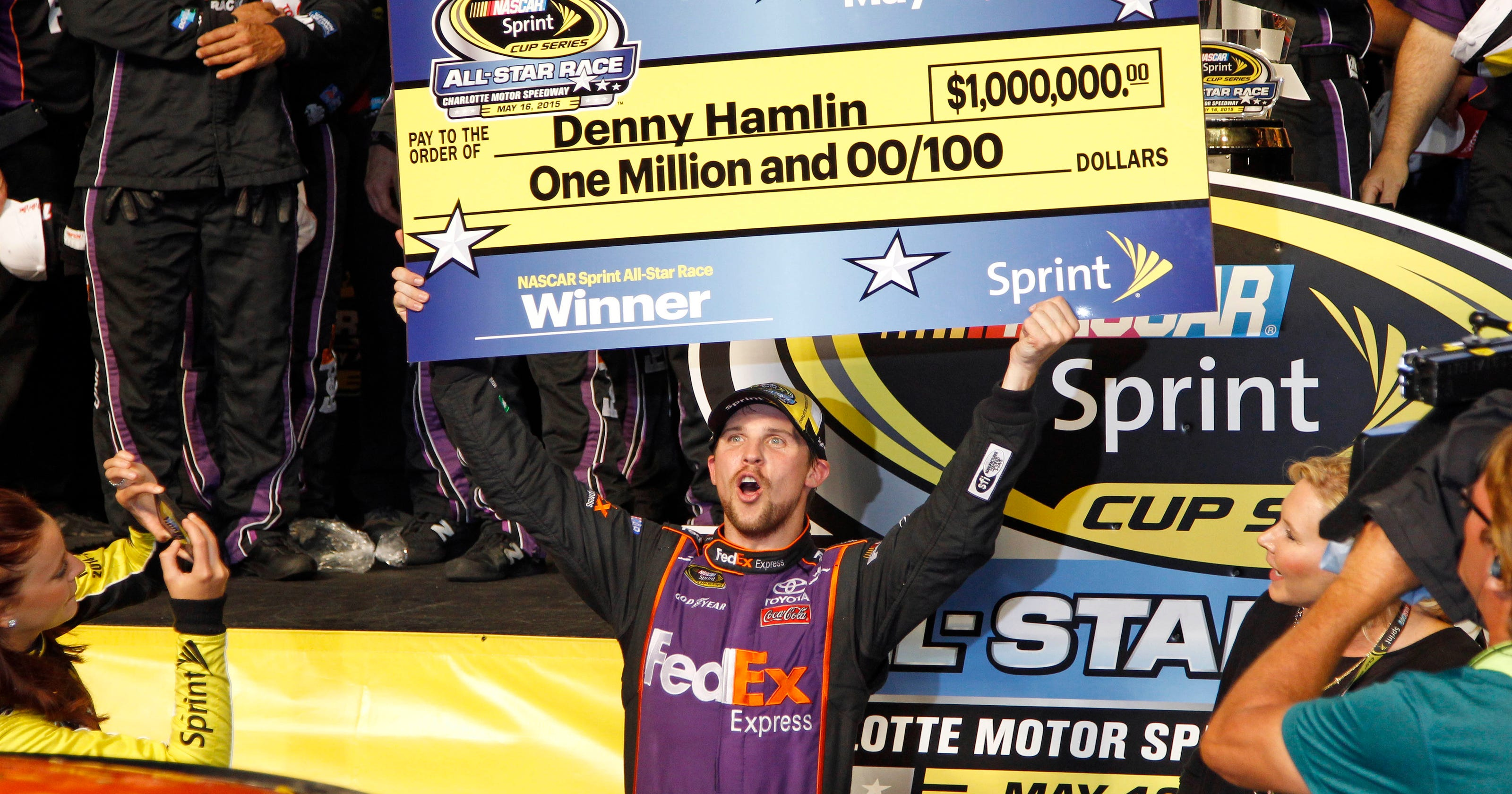 21d67246729f5c Denny Hamlin benefits from clean air to win  1 million race