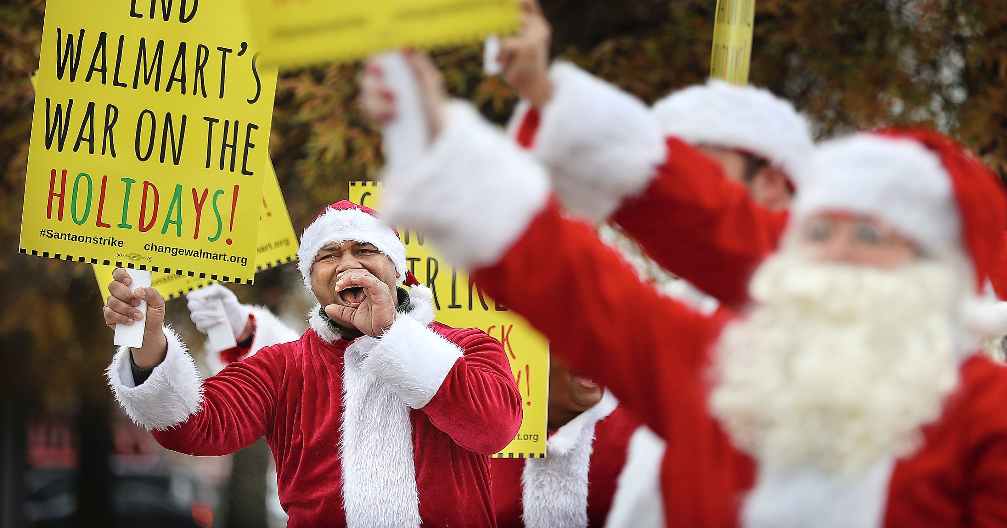 santa protesters say walmart is a grinch - What Time Walmart Close Christmas Eve