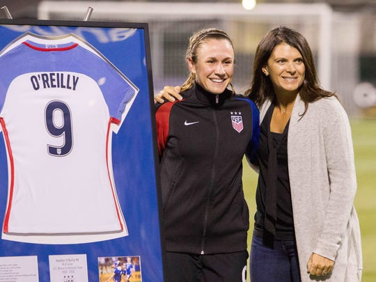 USA midfielder Heather O'Reilly (9) is honored and poses for a photo with USA former player Mia Hamm before the match against Thailand at MAPFRE Stadium.