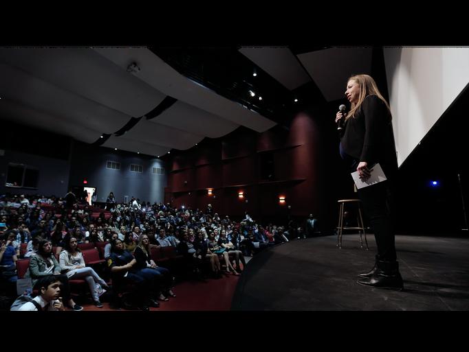 Photos Chelsea Clinton Visits El Dorado High School