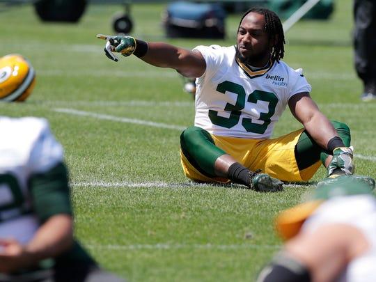 Green Bay Packers running back Aaron Jones (33) talks