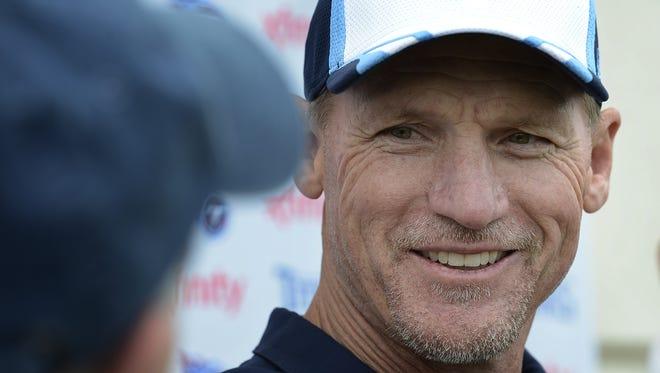 Titans coach Ken Whisenhunt