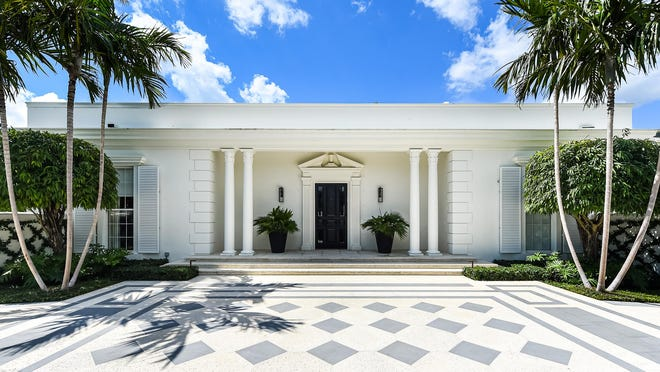 Just sold for $9.022 million, a 1962 house at 301 Polmer Park house has six bedrooms and 5,804 square feet of living space, inside and out, along with architectural signatures that define the Palm Beach Regency style.