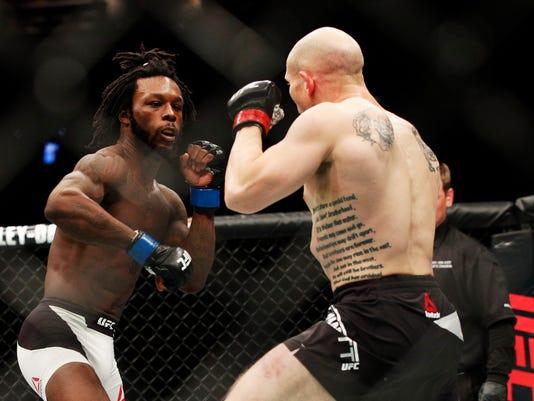 MMA: UFC 210-Emmett vs Green